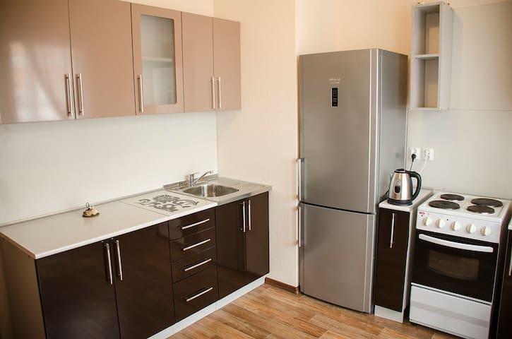 Кухонный уголок  с вытяжкой, плитой и всем необходимым для приготовления еды