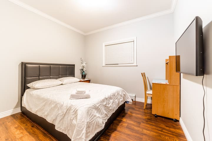 Welcome home Sunny and clean bedroom with gym room