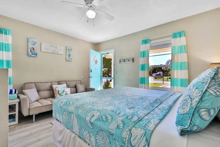 NEW  LISTING Clean, Bright remodeled beach studio
