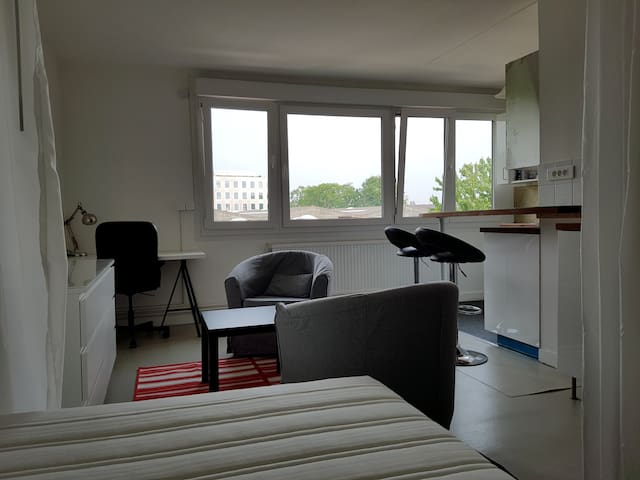 STUDIO MEUBLE 28 m2 EURATECHNOLOGIE