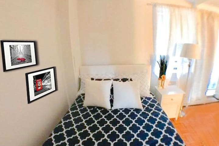 Awesome room/20 mins to Manhattan/great location!! - Queens - Apartment