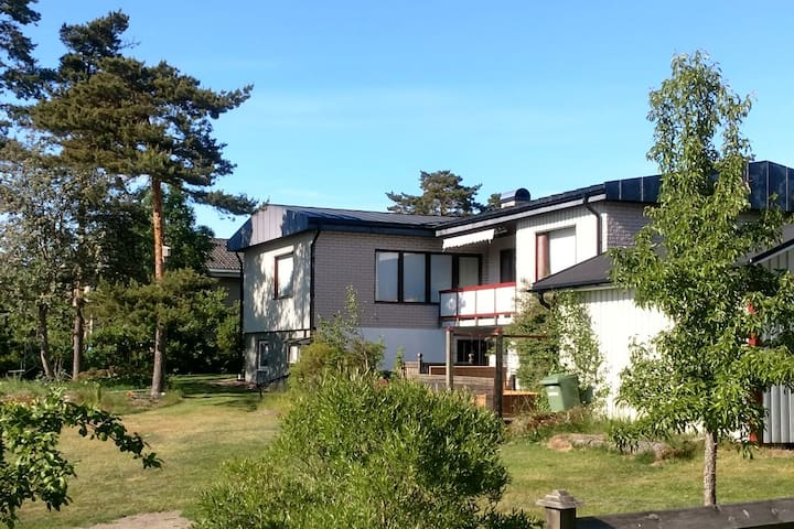 4 beds in Godby, the centre of Åland. Solar power.