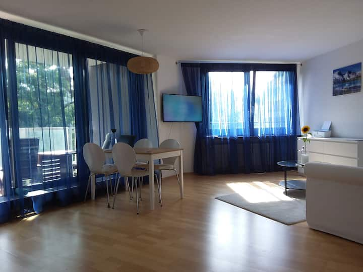 sunny flat with terrasse, 10 min to city center