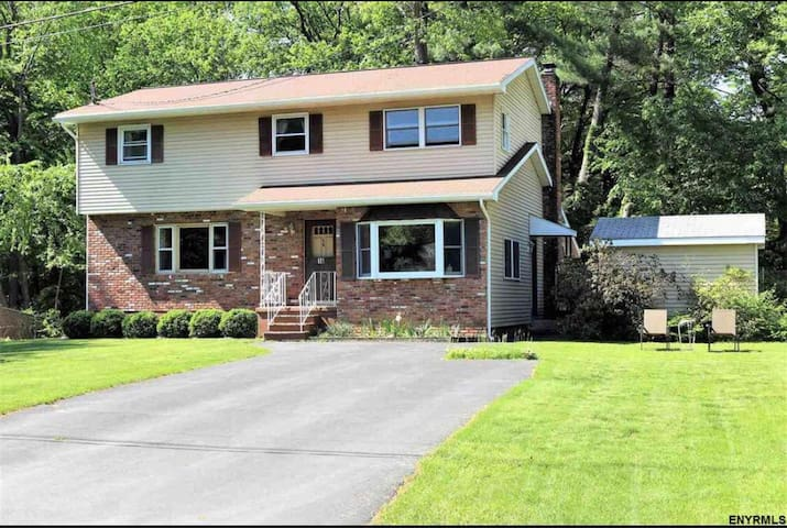 Sweet suite near Saratoga! Pool, Porch & Privacy!