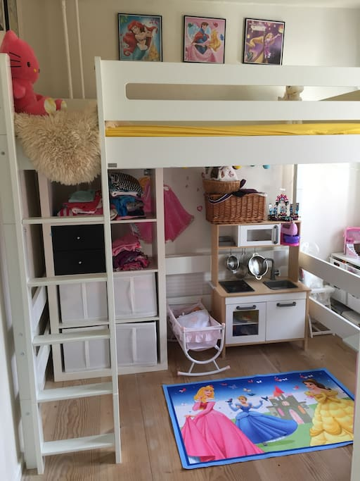 Children's bedroom with a double bed