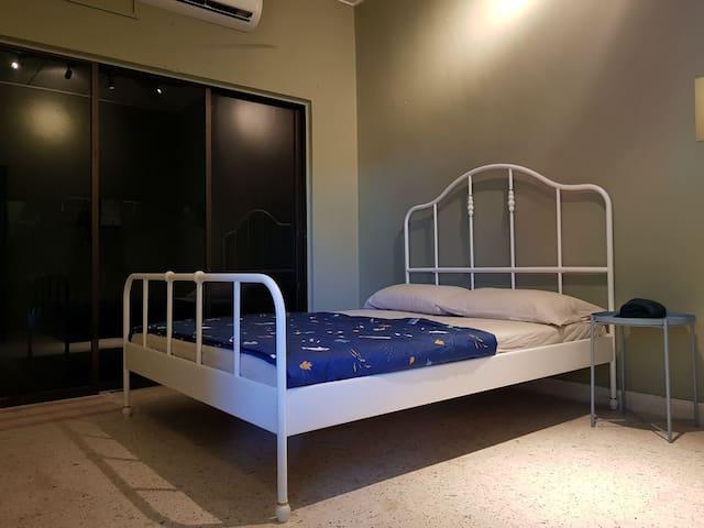 Master bedroom - one queen bed