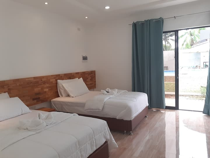 Chinita9- Doubled Beds Deluxe Room & Swimming Pool
