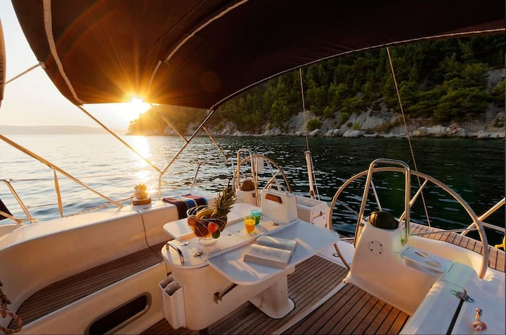 Sailing Yacht as Best Holiday for You-HVAR area