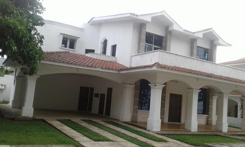 Retalhuleu House RE-001