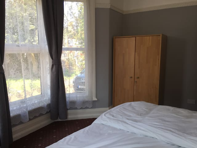 Room (2) in Shared Apartment - Peterborough - Leilighet