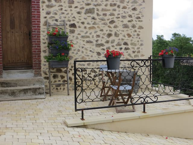 Delightful one bed Gite with use of pool