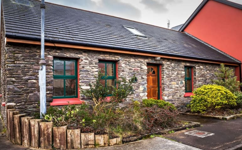 Irelands Cottages - Castlegregory - House