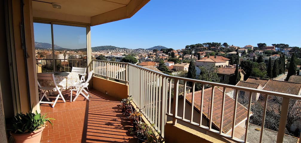 Sanary (Portissol), grande terrasse vue dégagée.