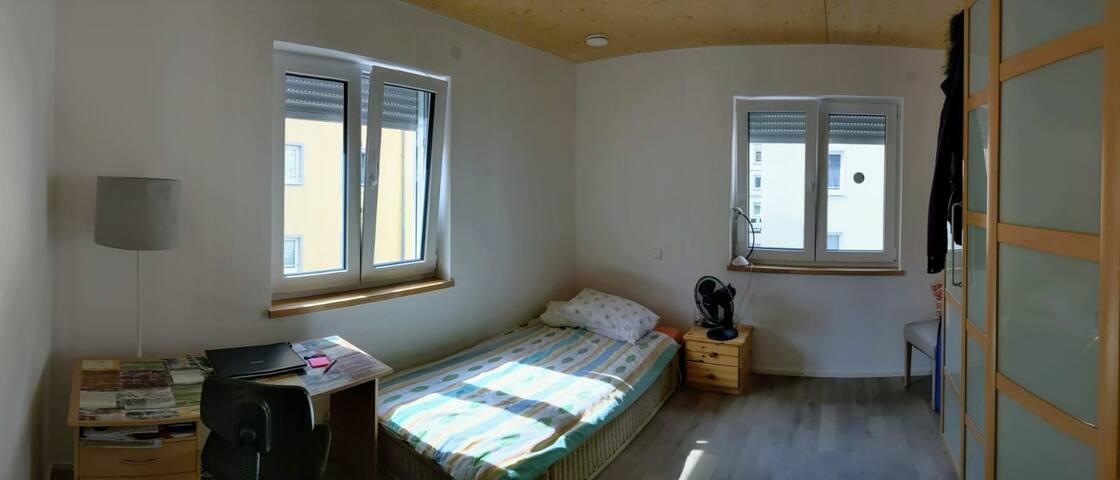 Zimmer in 3er WG im Einfamilienhaus