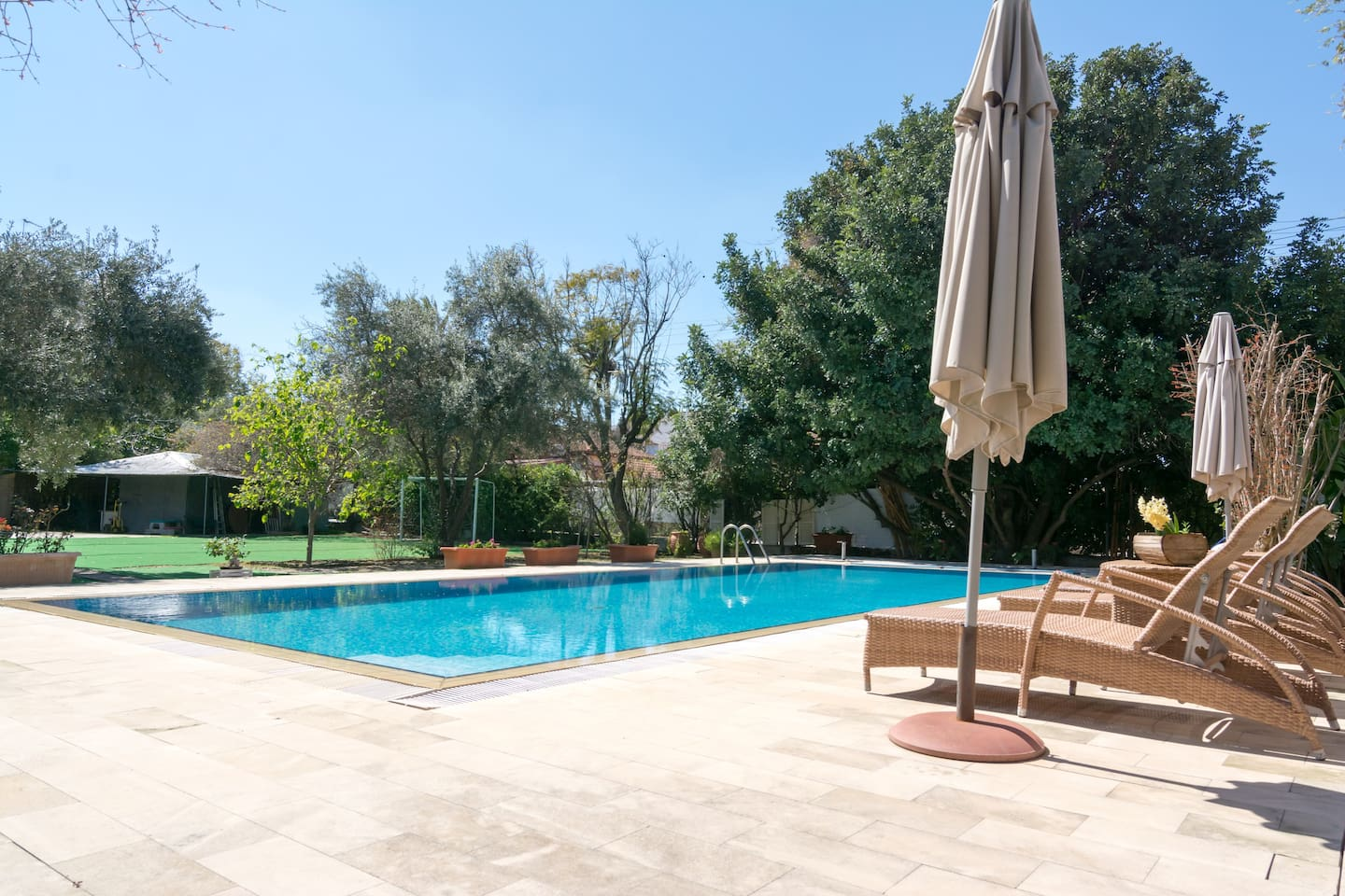 Swimming pool . In a shared outdoor space of 3 plots of land next to the hosts house. Use is not shared when booked. Rent is for a maximum number of 4 people and is only 5 euros per hour.