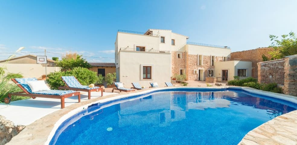 Fantastic finca with A/C and floor heating