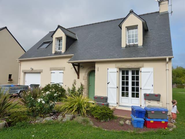 Agréable maison avec grand jardin proche bourg - Saint-Étienne-de-Montluc - House