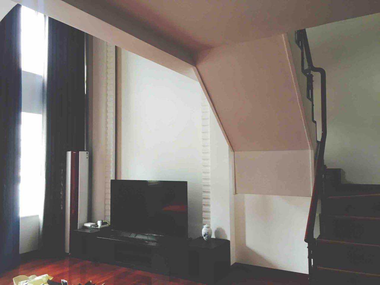 上下两层一楼客厅有sony大屏液晶电视 空调 wif