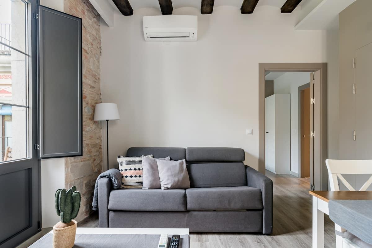 Bonaventura 4—Restored Apartment in Heart of City