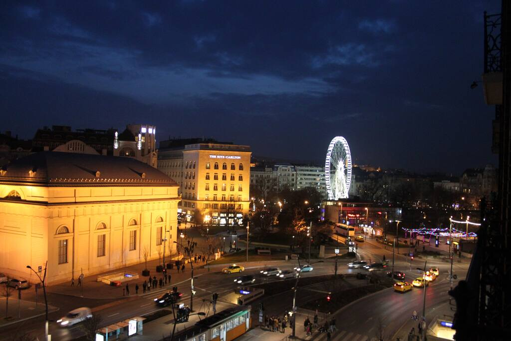 Panoramic view from the bedrooms to Ritz Hotel & Budapest Eye