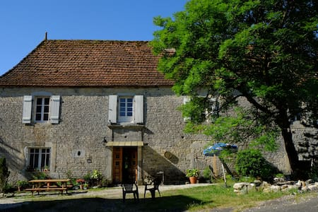 Roquedure Farm - Montfaucon - Bed & Breakfast