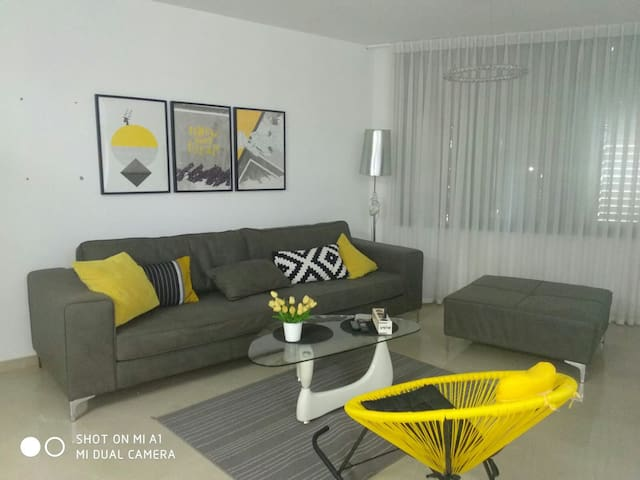 ashdod heartocity nahal kidron 5 people near beach