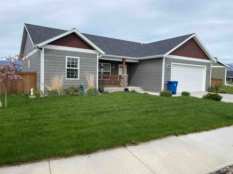 House by Airport with 1 gig internet