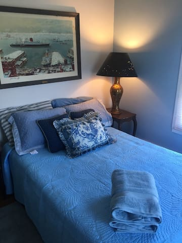 Blue room mid island  Great location no pets