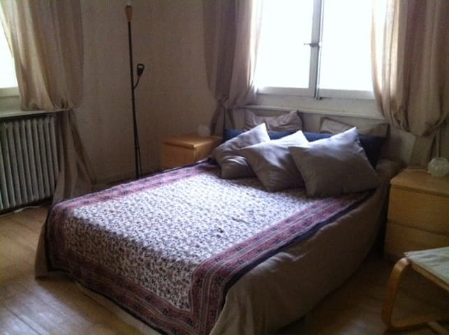 Private bedroom for 2 with parking in Montfleury