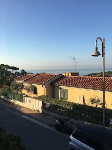 Stanza in villa indipendente - Cogoleto - Villa