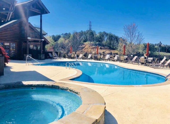 Entire condo in the heart of Pigeon Forge!