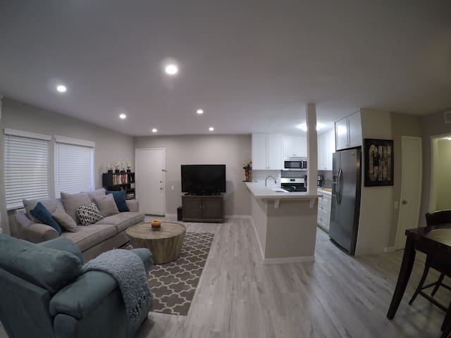 Master Bedroom Centrally Located in Brentwood!