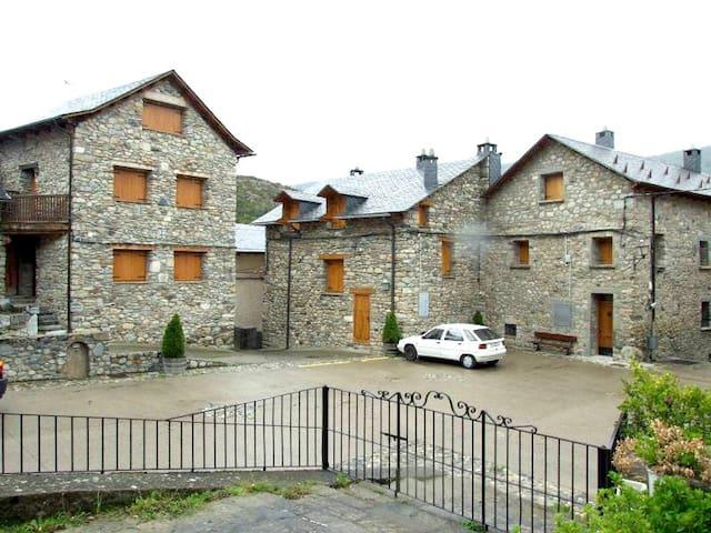 Cozy 5 bedroom house in Valle de Benasque for 10 - Sesué - House
