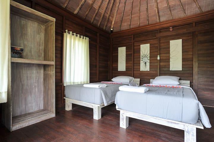 Locas Guest House - Keramas Beach - Blahbatuh - บังกะโล
