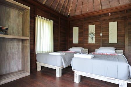 Locas Guest House - Keramas Beach - Blahbatuh - Bungalow