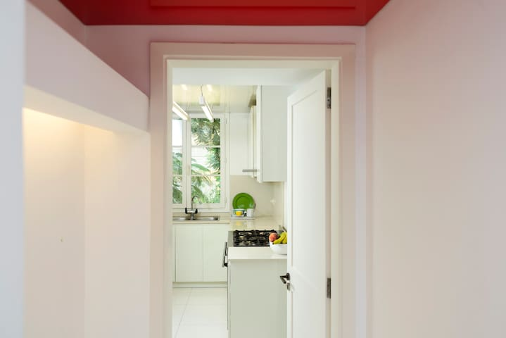 Entrance to the kitchen.