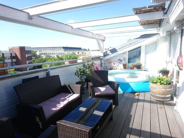 Zimmer mit Dachterrasse und pr. Bad in Tiergarten