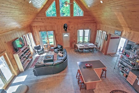 Benner's Cabin in the woods. 3BR with w/Hot Tub! - East Machias - Apartment