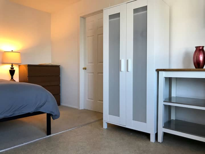 Beautiful San Francisco Room with Kitchenette