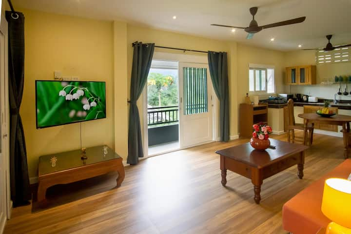 Private 2 Bedroom Apartment Jade with Free Moped