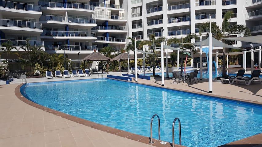 Pier Resort - Urangan - Apartament