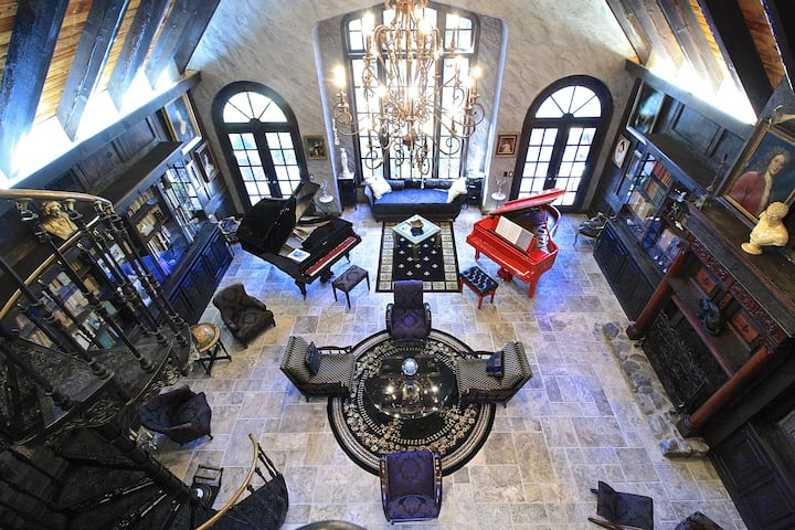 Lovely room in a mansion