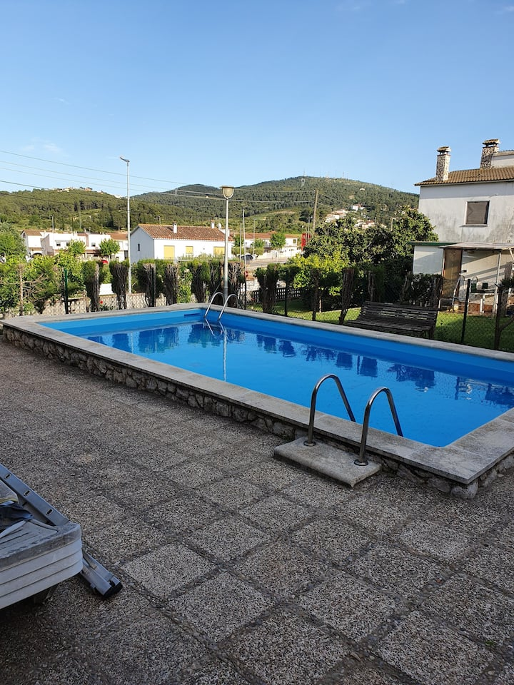 Villa with 2 bedrooms in Canyelles, with wonderful mountain view, private pool, enclosed garden - 6 km from the beach