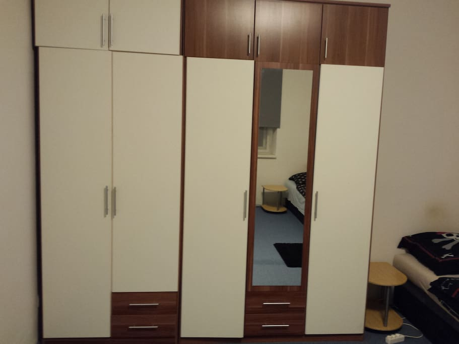 Pokoj - skříně