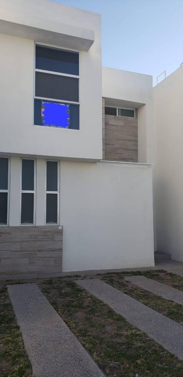 Casa confortable dentro de privada