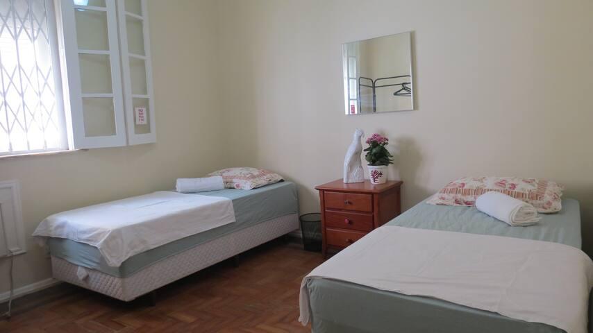Private room, heart of Ipanema- 2 min f. the beach