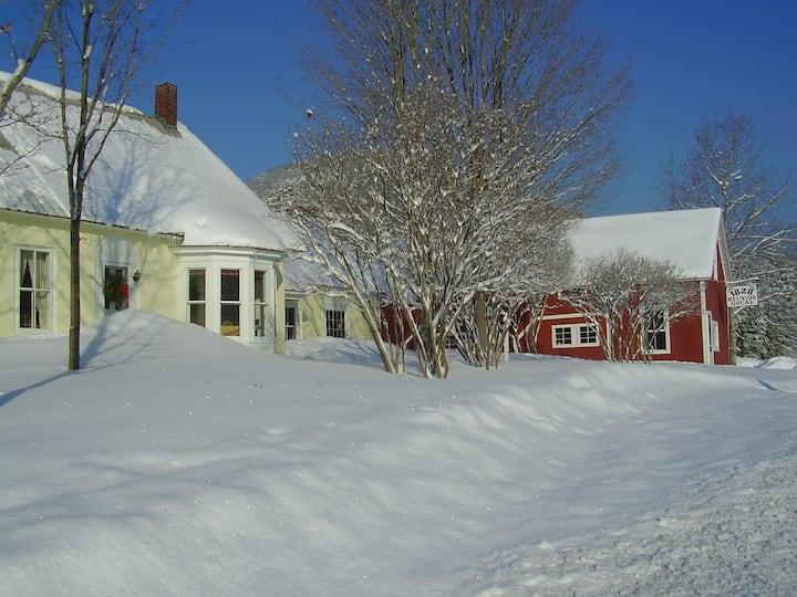 The Vermont 1828 Reunion House, sleeps 20!