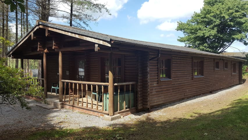 Gwent Spacious Self Catering Log Cabin