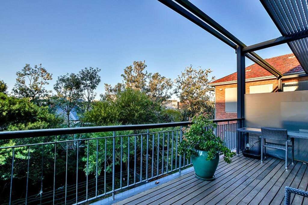 This entertainers deck includes double lounges, bbq and sunshade.