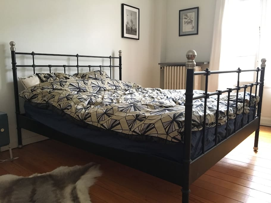 Fitting a large and comfy bed